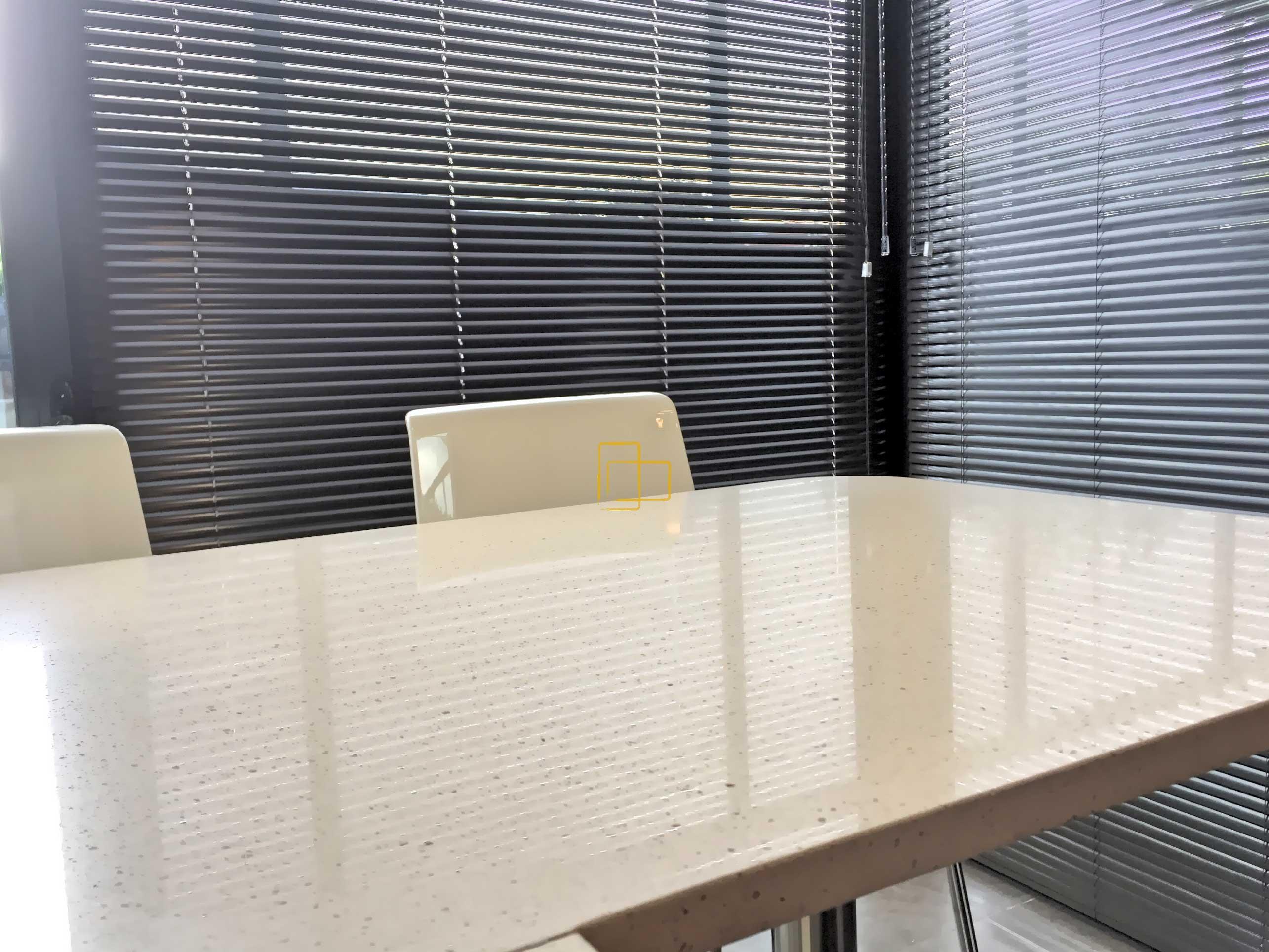 Estores baratos barcelona despacho con estores verticales - Cortinas venecianas verticales ...